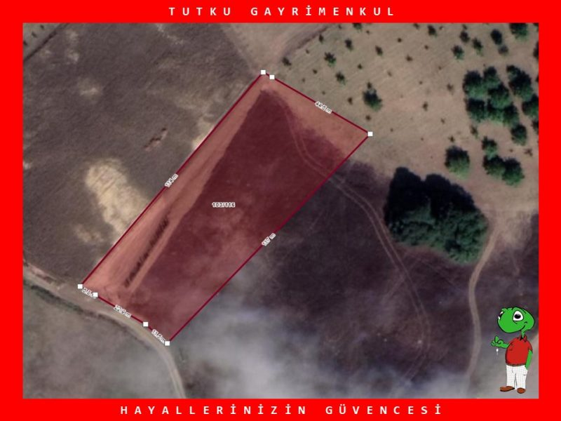 KARAMÜRSEL YALAKDERE KÖYÜN'DE 5.098 m² SATILIK TARLA